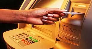 القبض على وافدين يمارسان القرصنة الإلكترونية على حسابات المواطنين بالرياض
