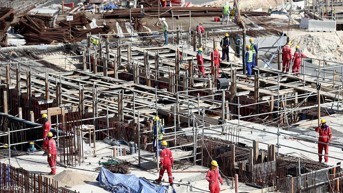 """صحيفة بريطانية: عمال مونديال قطر """"عبيد يبنون القبور"""""""