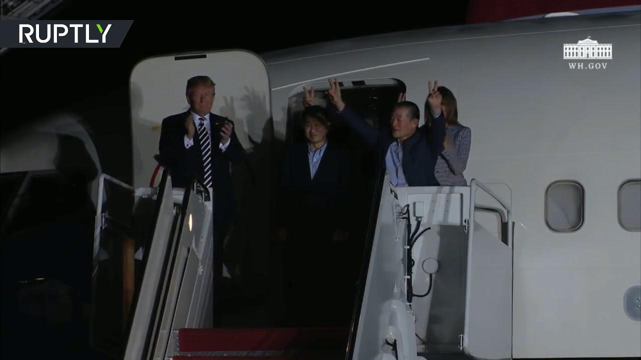 ترامب يستقبل الأمريكيين الثلاثة المفرج عنهم في كوريا الشمالية