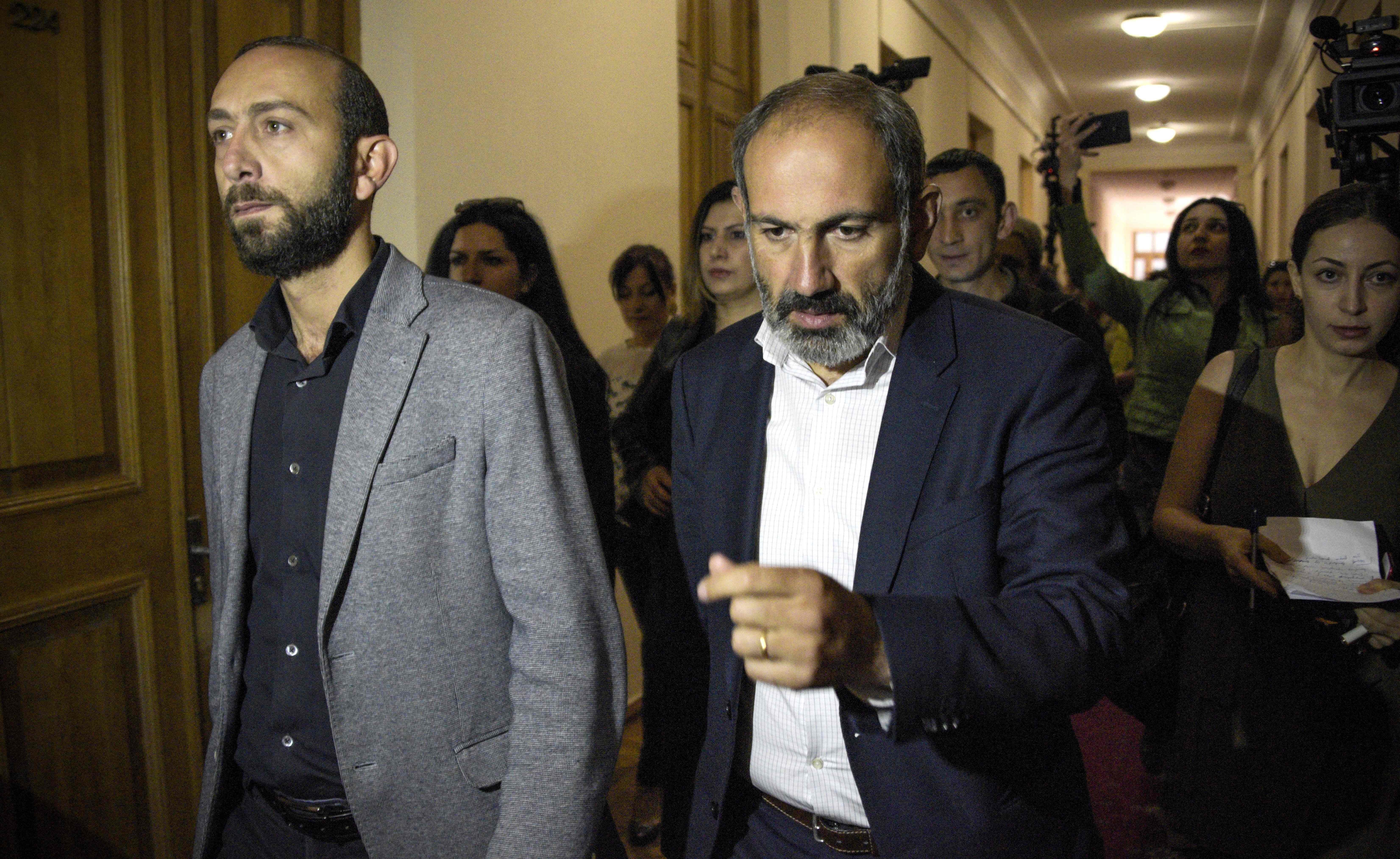 Armenian opposition leader Nikol Pashinyan (C) arrives to attend a meeting with members of the Parliament in Yerevan on April 30, 2018. Armenian opposition leader Nikol Pashinyan on April 30, 2018, was formally nominated for the post of prime minister by his supporters, inching closer to victory after two weeks of huge protests that transformed the country's political landscape. / AFP PHOTO / KAREN MINASYAN