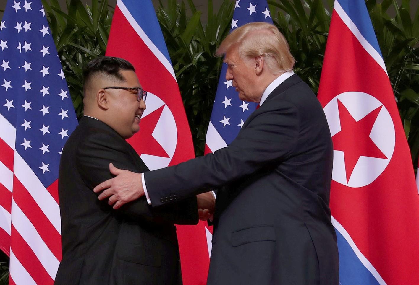 ترامب يستمتع برفقة العدو كيم!