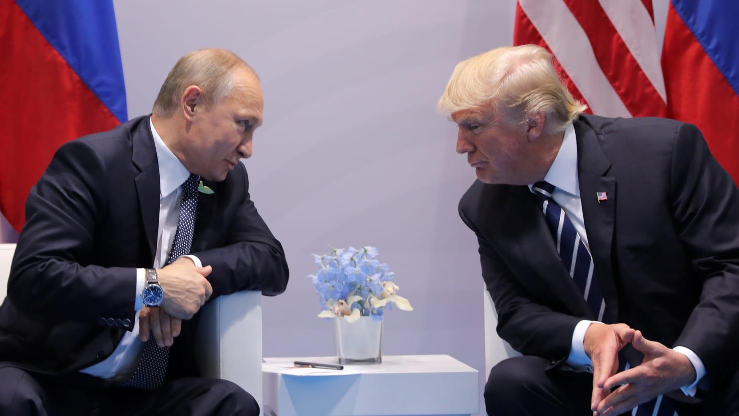 بولتون: لن نقدم تنازلات لموسكو أثناء قمة بوتين-ترامب