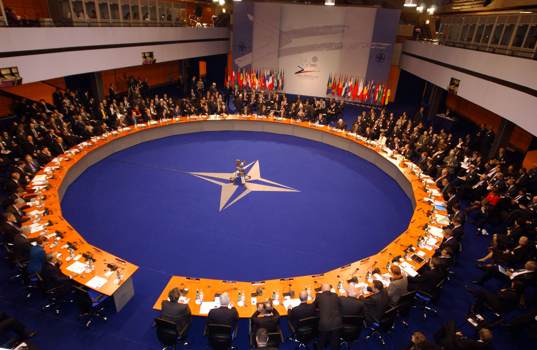 b021122w 22th November 2002 NATO Summit Meeting in Prague, Czech Republic North Atlantic Council Meeting at the level of Heads of State and Government. Euro-Atlantic Partnership Council Summit Meeting. - General View