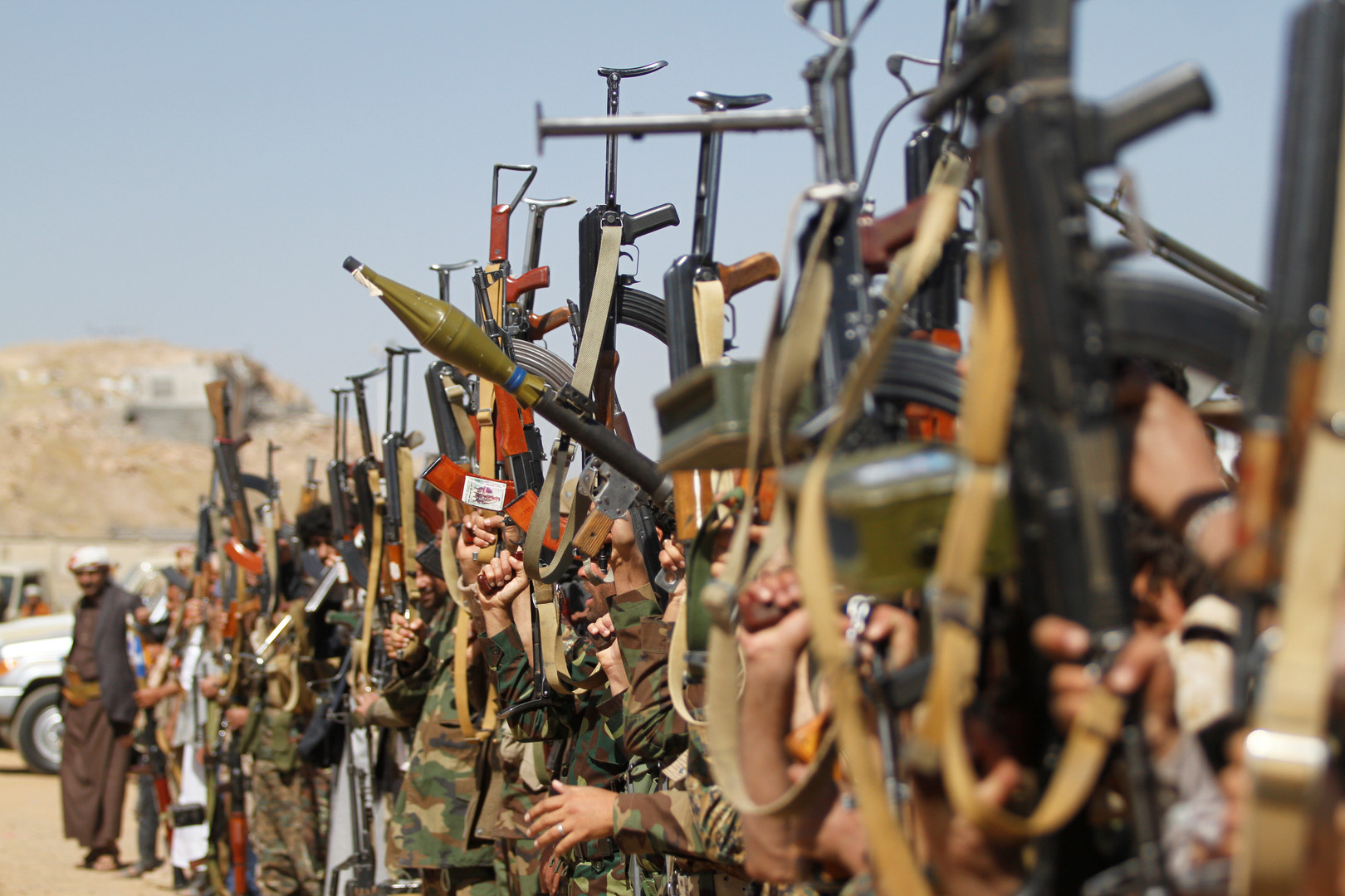 قوات هادي: مقتل وجرح 25 حوثيا بمعارك في الضالع وسط اليمن