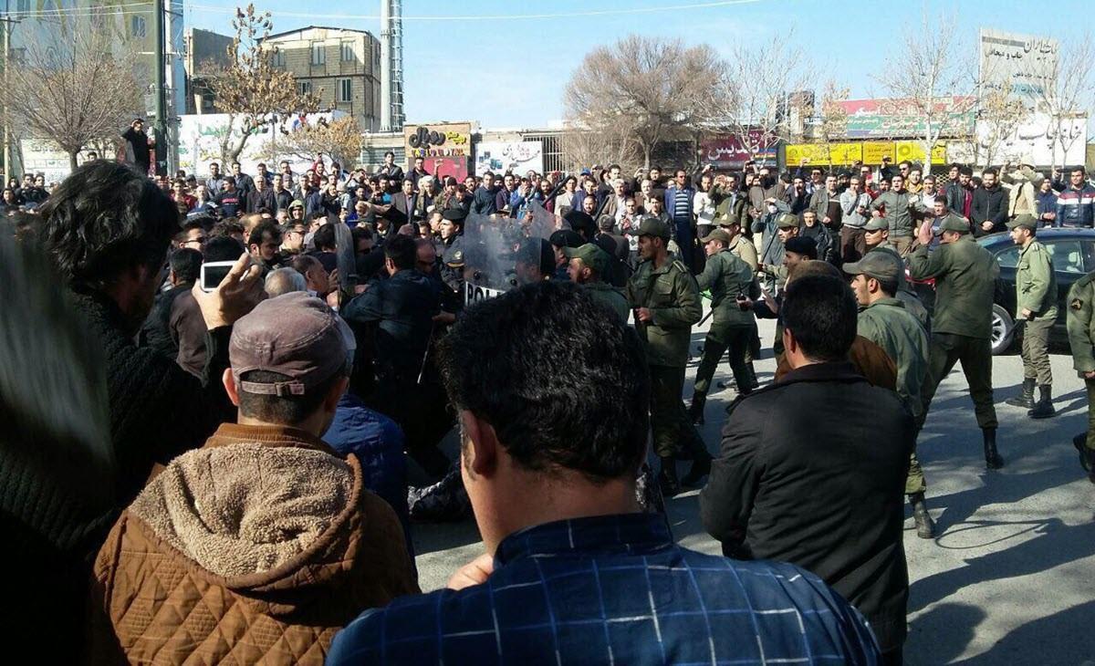 لليوم الثاني.. أعمال شغب ترافق احتجاجات ليلية جنوب غرب إيران