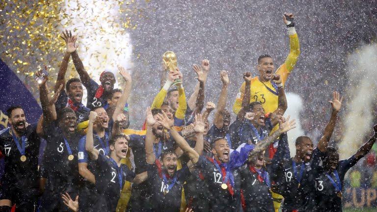 فرنسا بطلة لمونديال روسيا ٢٠١٨ – صور عديدة في الداخل