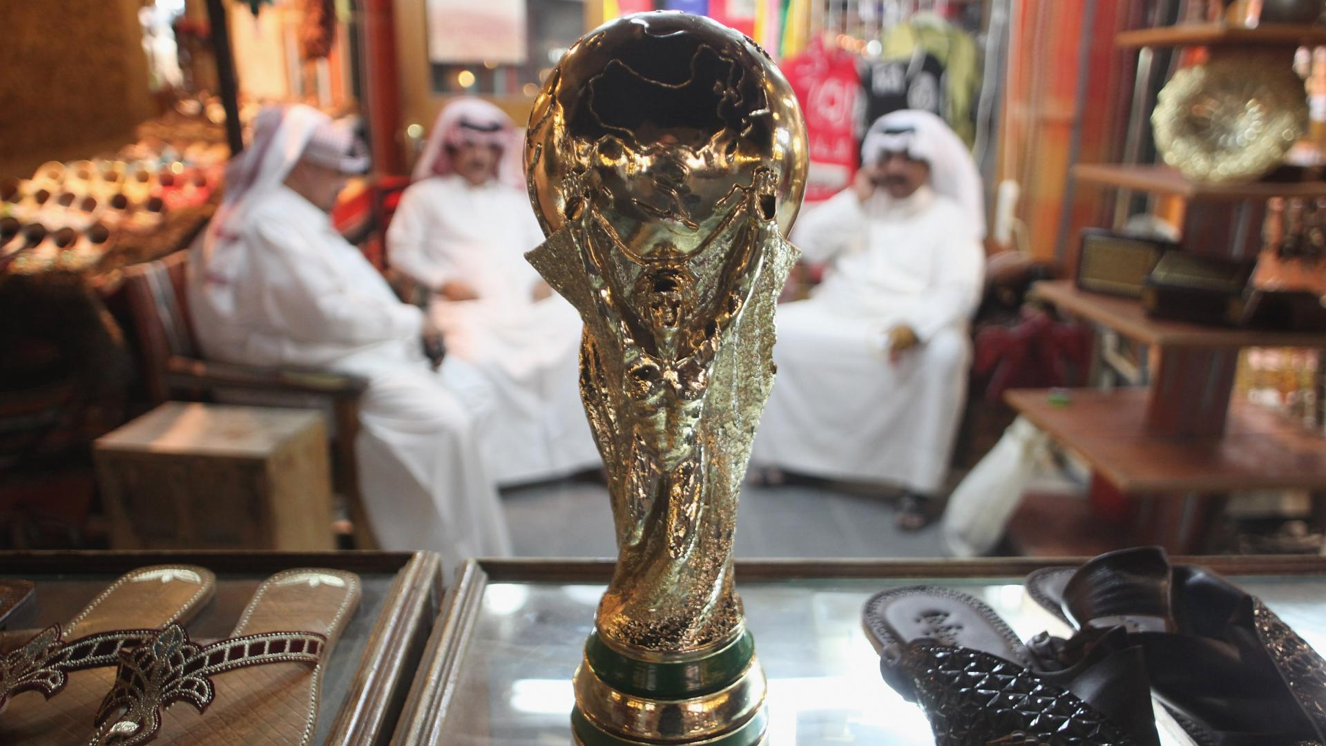 """قرقاش يتحدث عما يؤكده النقاش الدائر حول """"عجز"""" قطر عن استضافة كأس العالم"""