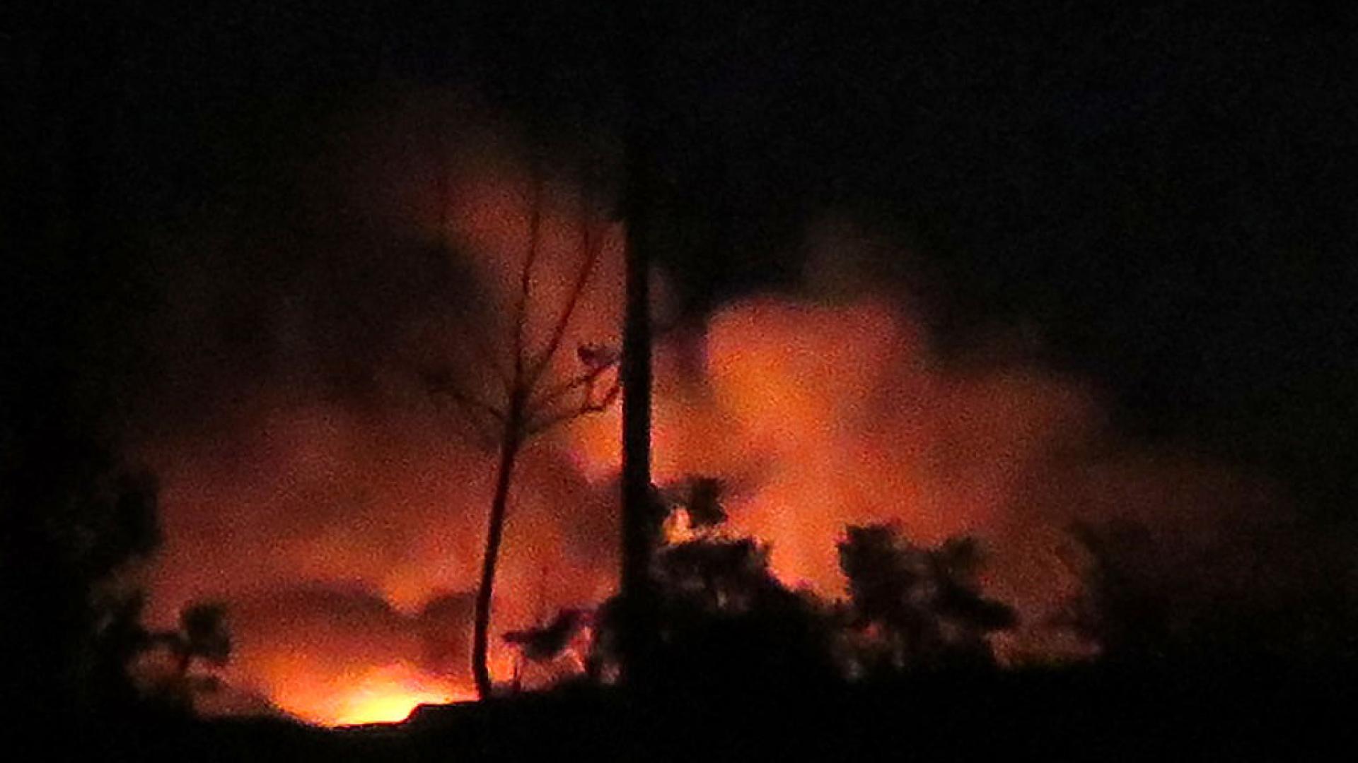 """""""سانا"""": إصابة مستودع في مطار دمشق.. والدفاعات السورية تسقط """"أهدافا معادية"""""""