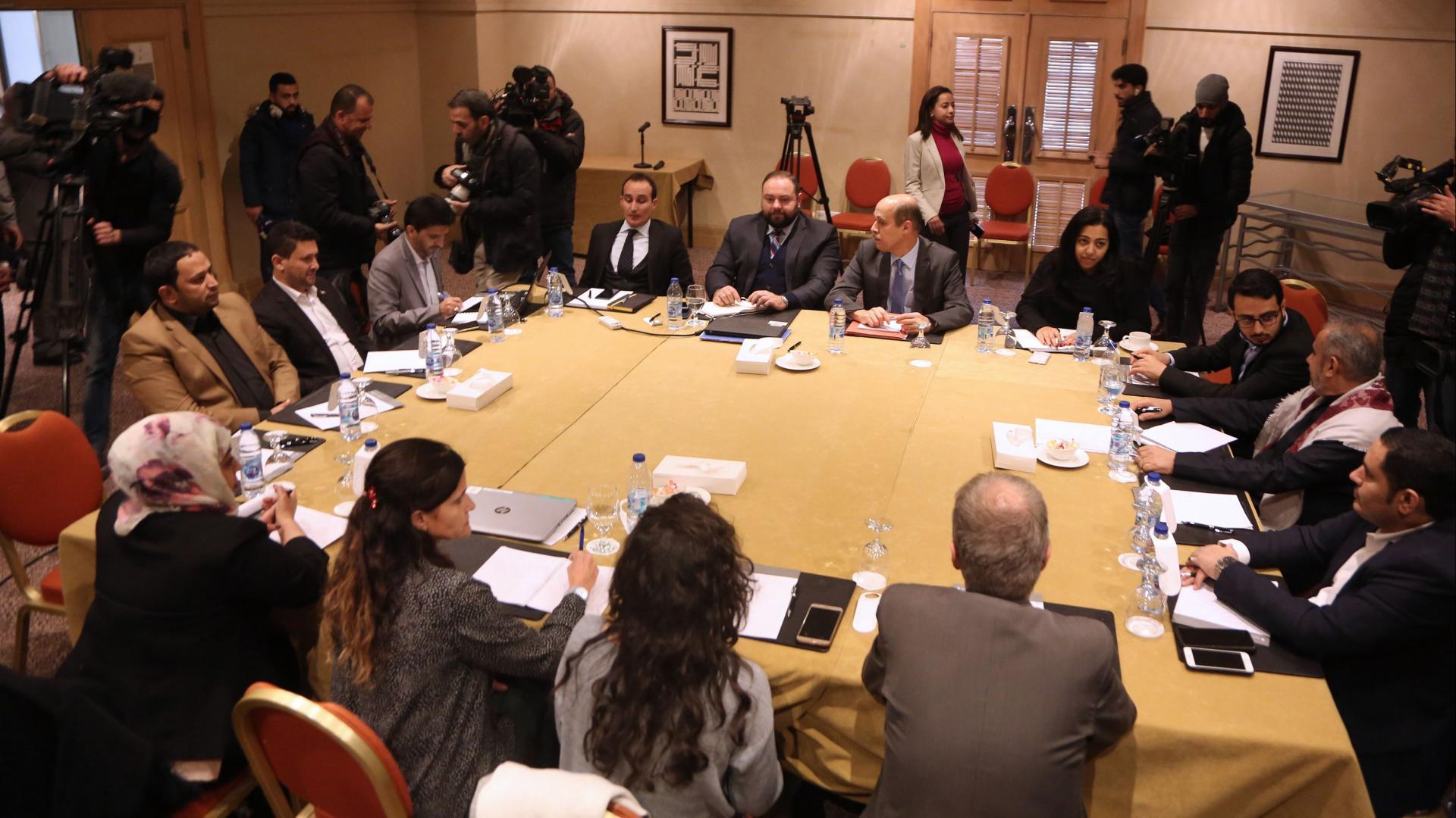 رئيس وفد المفاوضات الحكومي اليمني لـCNN: سنتجاوز العقبات