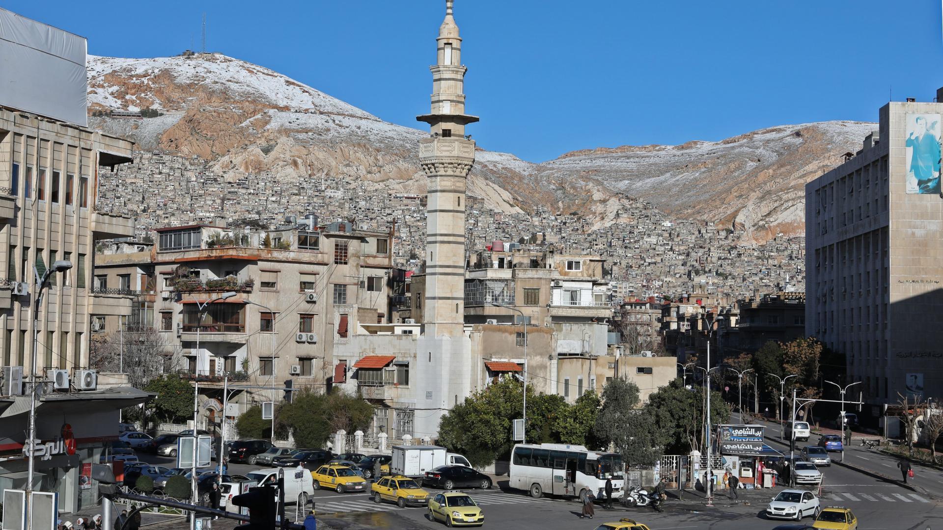 سماع دوي انفجار بمحيط دمشق.. والمرصد: استهدف مقرا للمخابرات