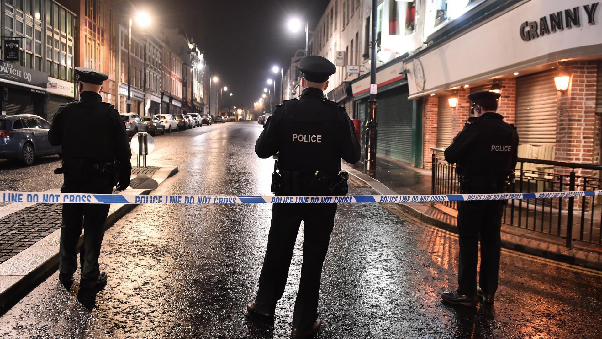 انفجار مركبة مفخخة يهز إيرلندا الشمالية.. شاهد آثاره