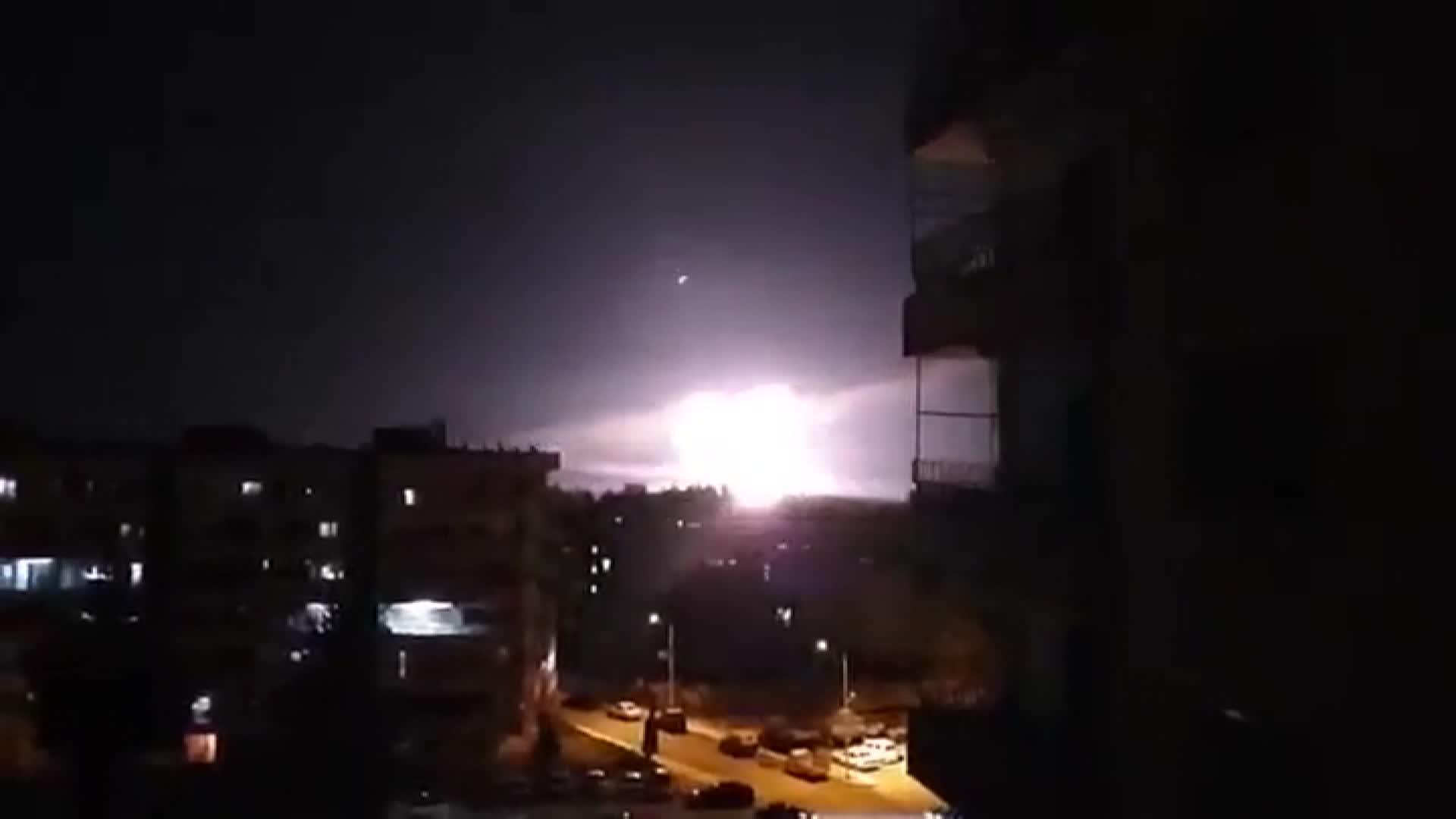 إسرائيل تعلن شن غارات على أهداف إيرانية في سوريا.. ودمشق: تصدينا لها