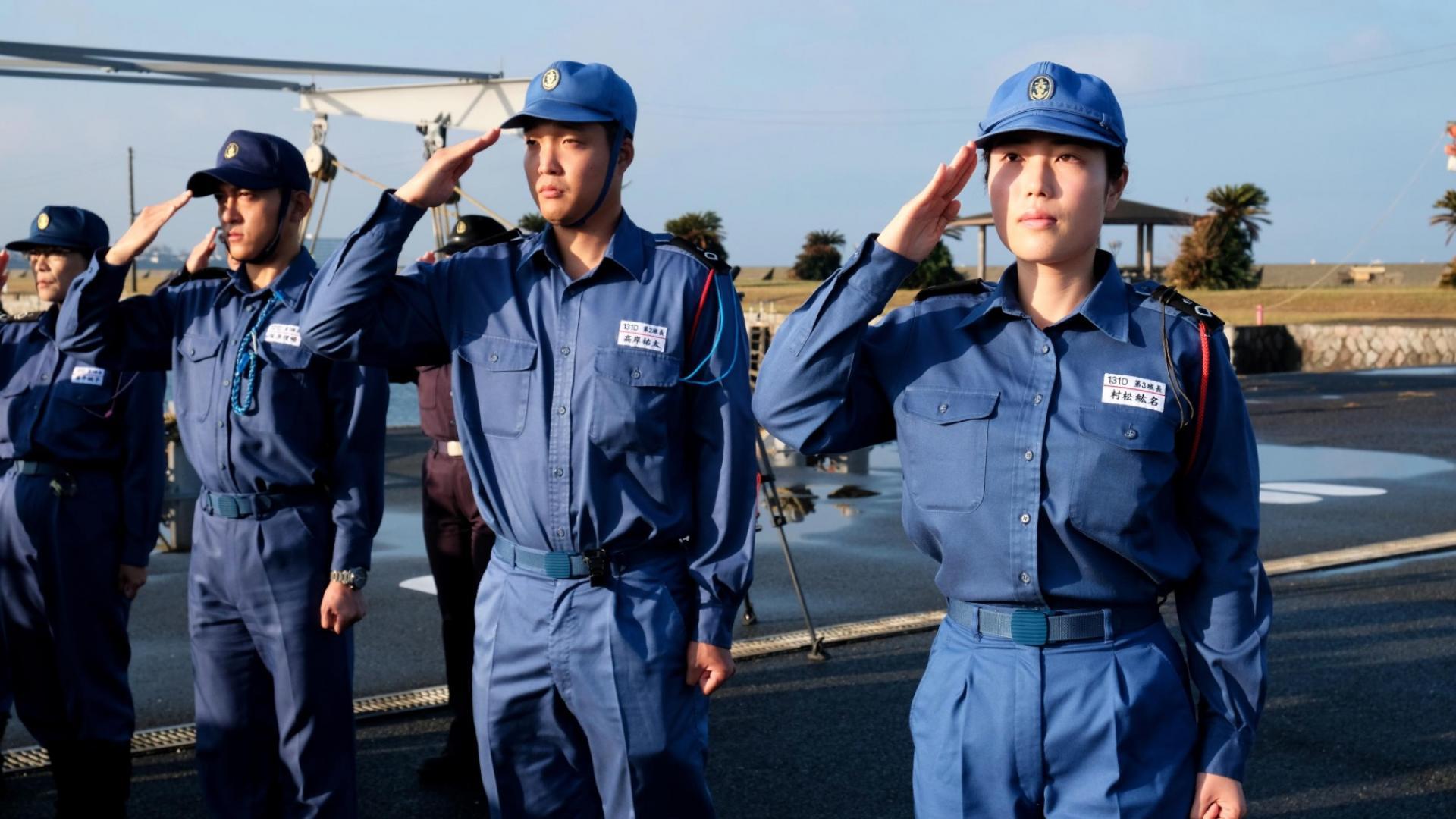 مع انخفاض عدد السكان.. اليابان تستعين بالنساء لتعبئة جيشها