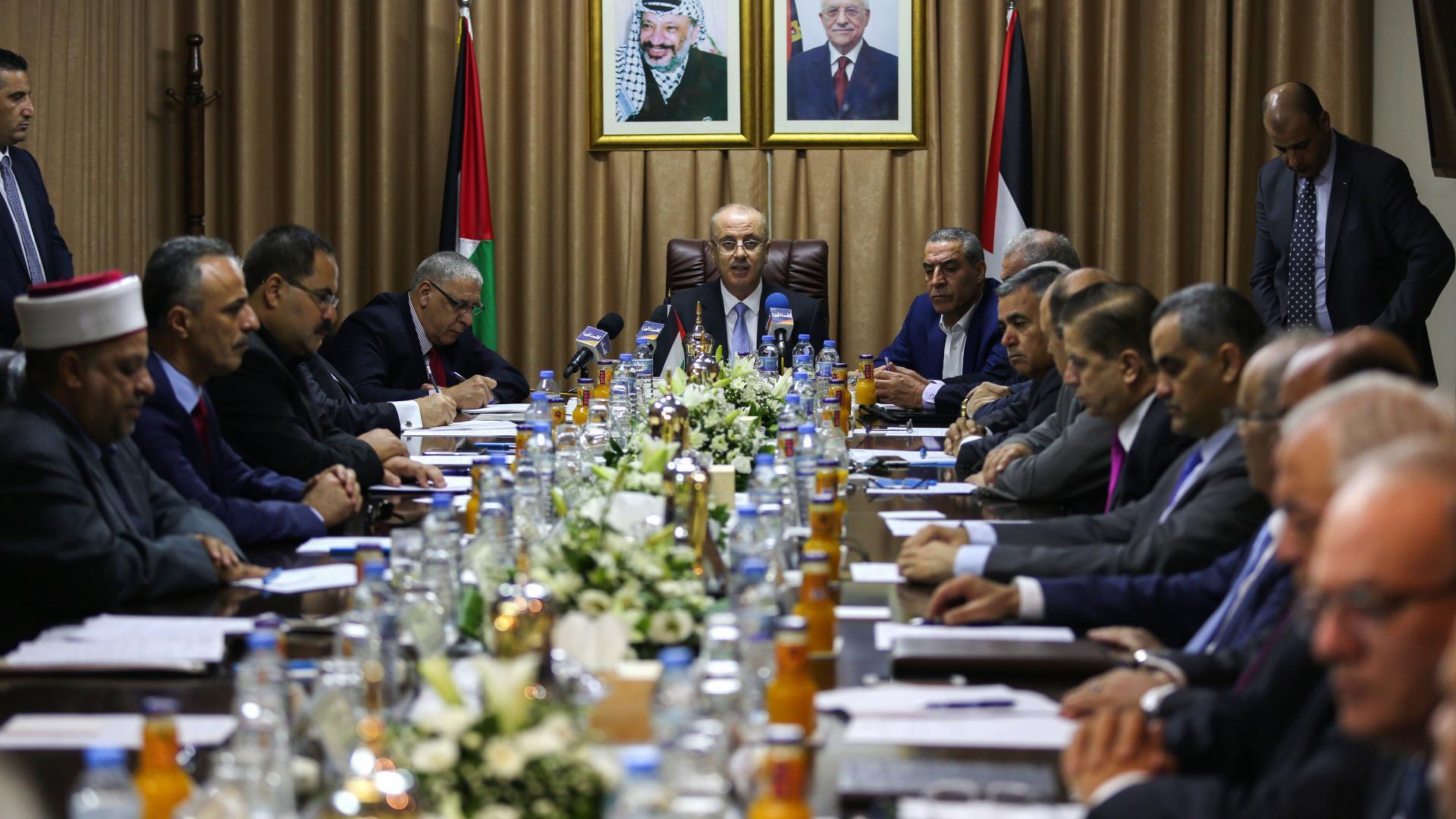 الحكومة الفلسطينية تقدم استقالتها للرئيس محمود عباس