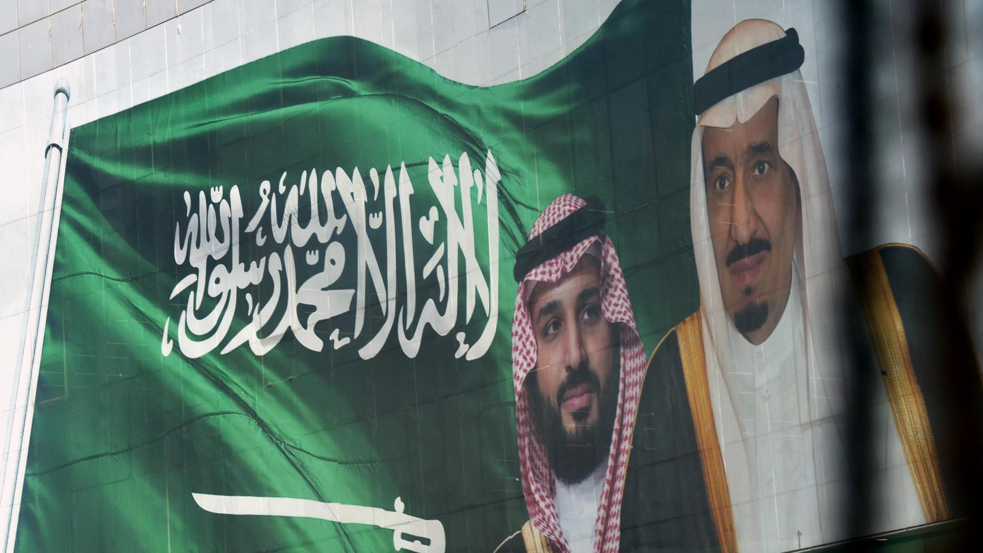 """بعد انتهاء تقرير الفساد بالسعودية.. تداول فيديو لعربي غاضب بمطار: """"لازم محمد بن سلمان يحكمكم"""""""
