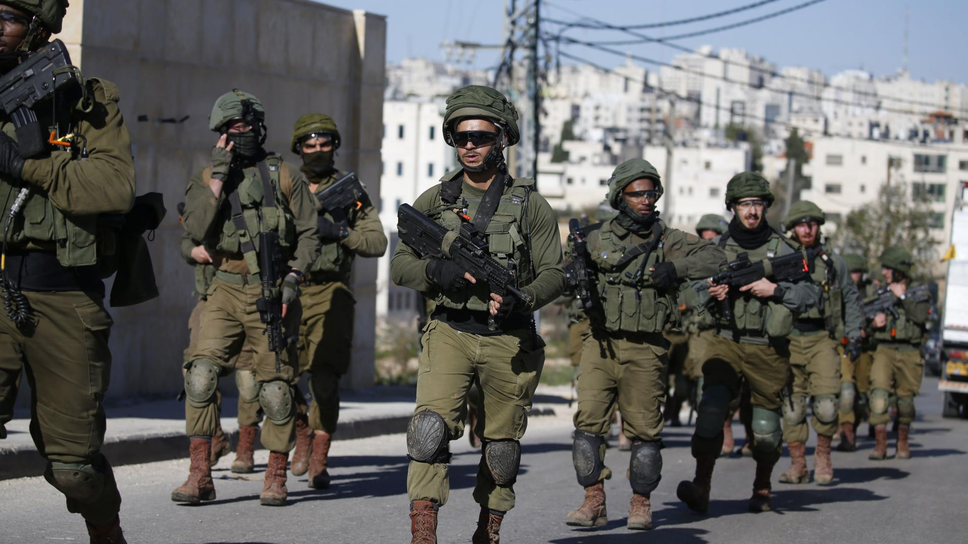 محكمة إسرائيلية تدين 5 جنود بضرب معتقلين فلسطينيين