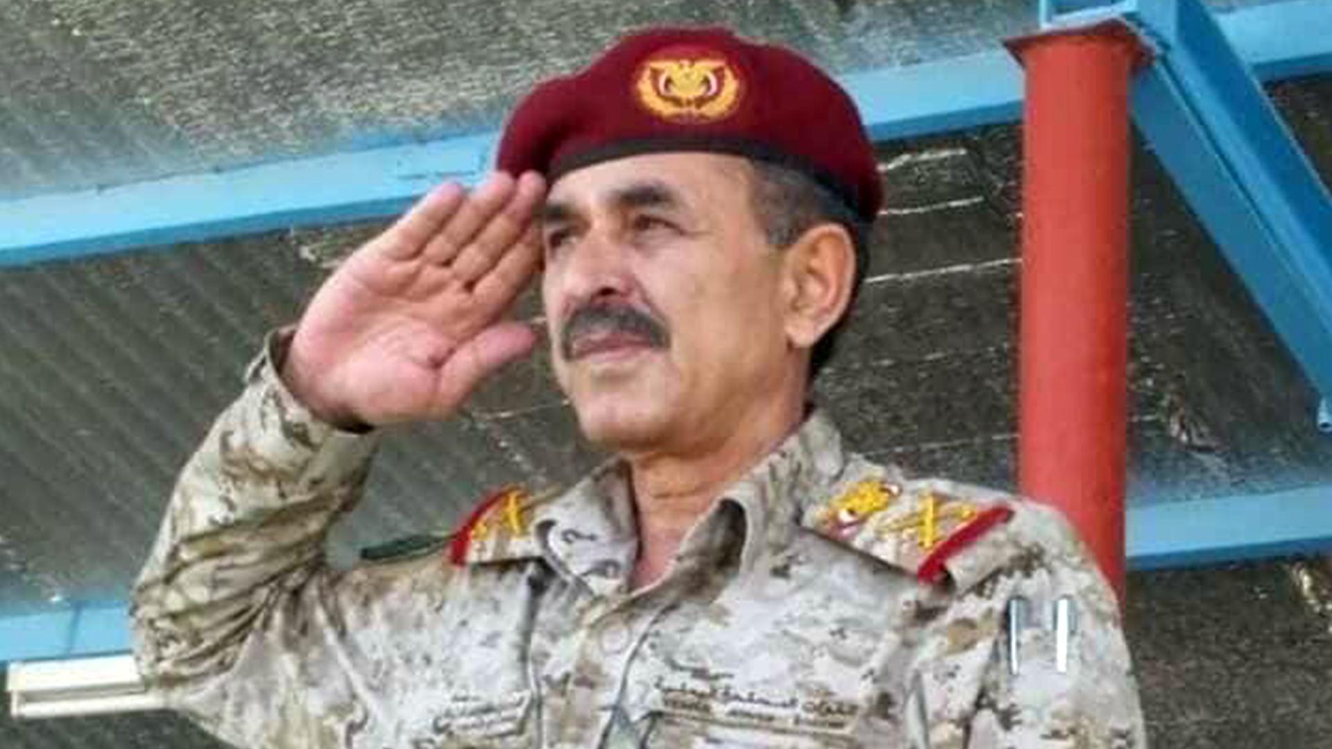 وفاة نائب رئيس هيئة أركان الجيش اليمني متأثرا بجراح أصيب بها في الهجوم على قاعدة العند