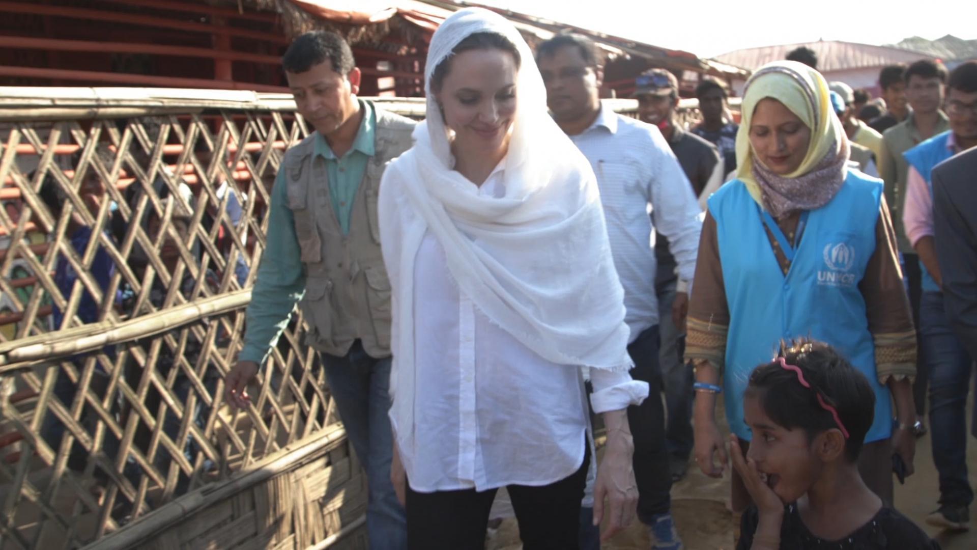 أنجلينا جولي تزور مخيمات اللاجئين الروهينغا في بنغلاديش
