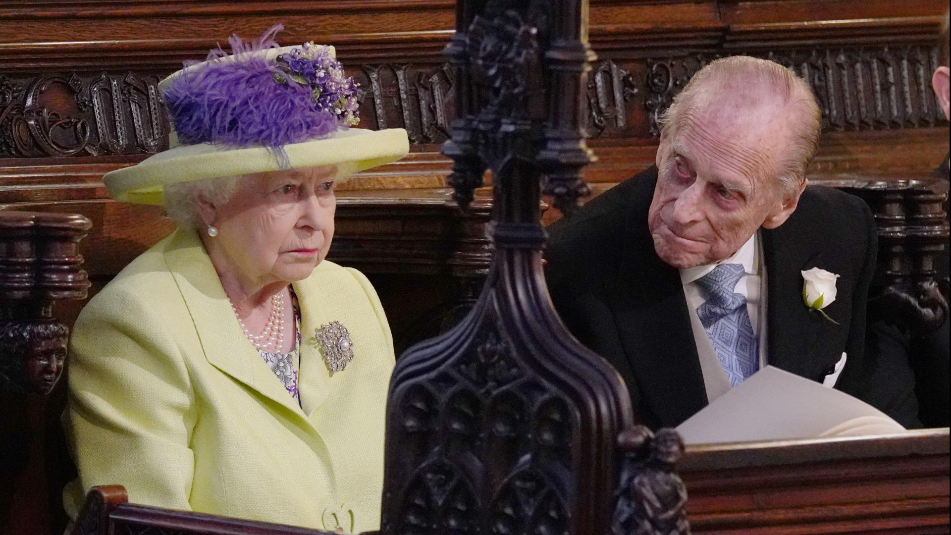 """بعد شهر من تسببه بحادث.. زوج الملكة إليزابيث يسلم رخصة القيادة """"طوعا"""""""