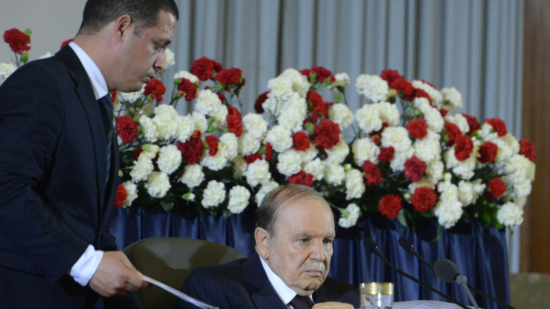 قبل شهرين من الانتخابات الرئاسية.. بوتفليقة يعين مستشاره رئيسا للمجلس الدستوري في الجزائر