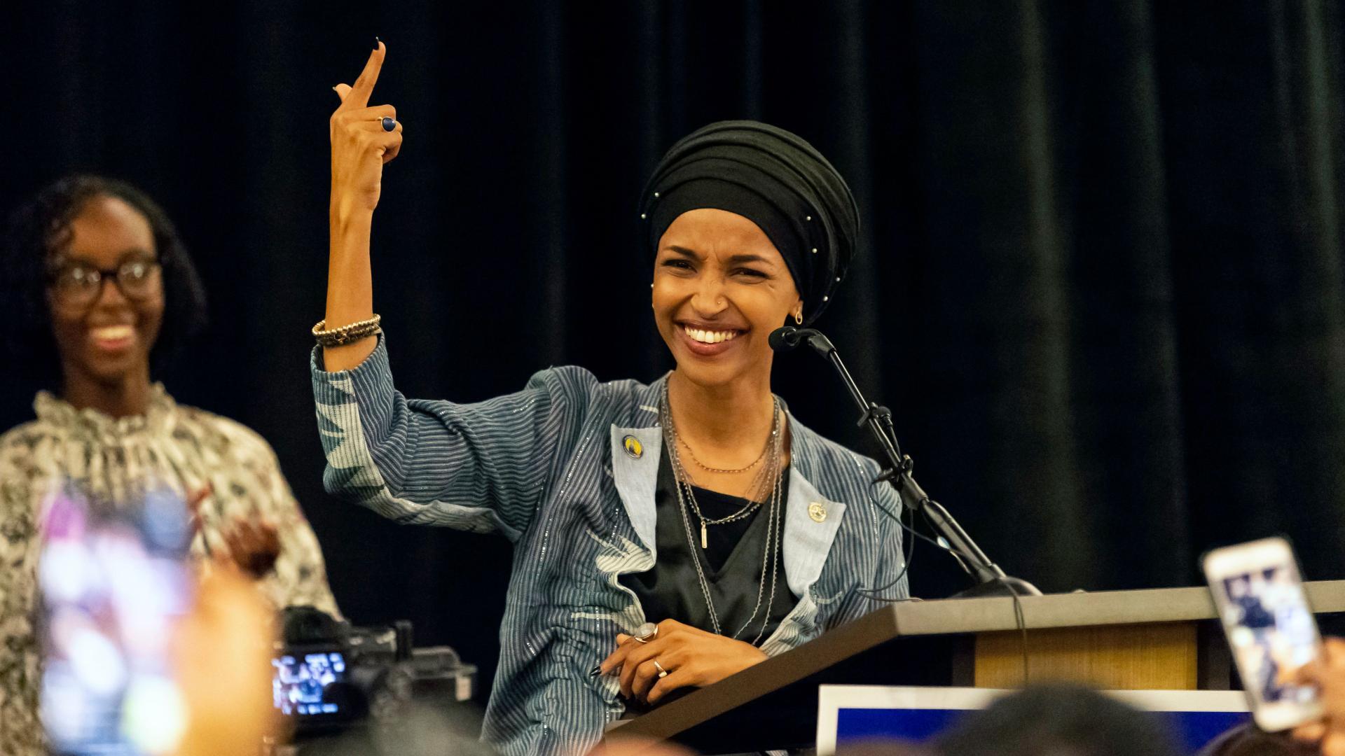 رغم اعتذارها.. ترامب يدعو نائب أمريكية مسلمة للاستقالة.. وهذا السبب