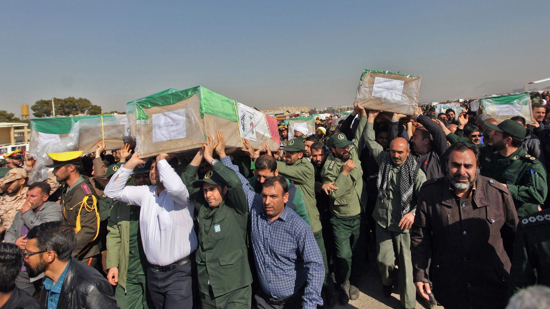 """توعدت بالانتقام.. إيران تتهم بعض دول المنطقة """"الغنية بالنفط"""" بالوقوف وراء تفجير استهدف الحرس الثوري"""