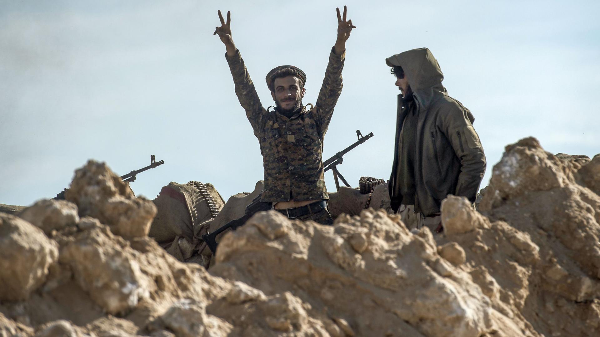 قائد بقوات سوريا الديمقراطية: داعش يسيطر الآن على 700 متر مربع فقط بسوريا