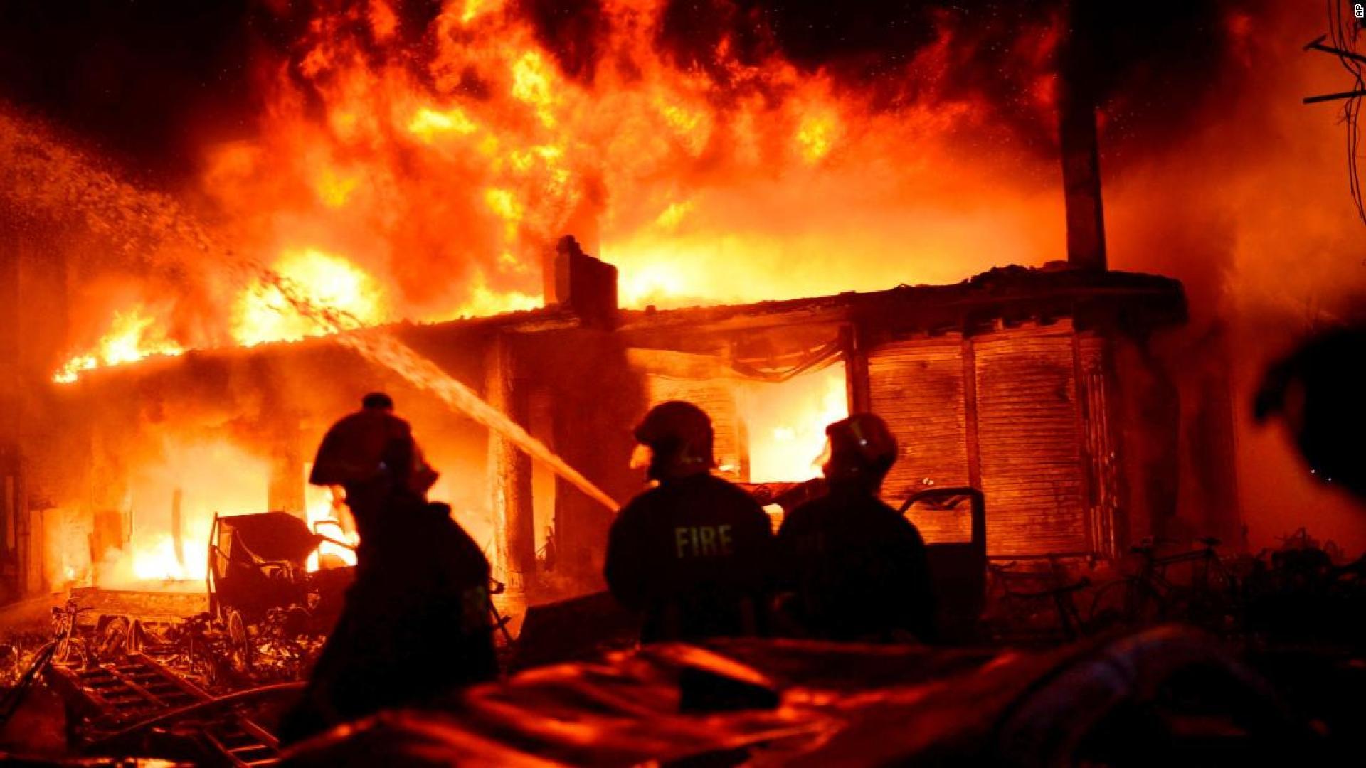 عشرات القتلى جراء حريق هائل التهم عدة مباني في بنغلاديش