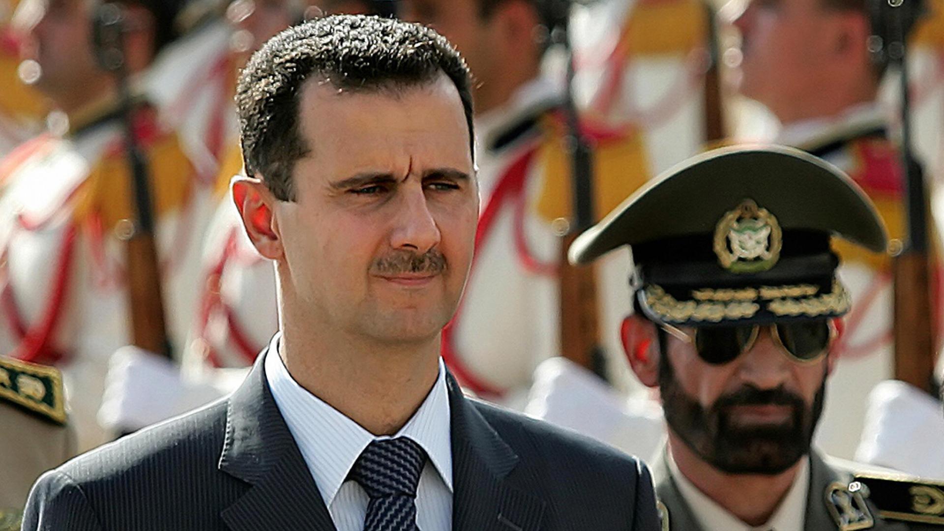 """خطيب الجمعة بطهران يتحدث عن هدف زيارة الأسد لإيران بعد """"إغراءات عربية"""""""