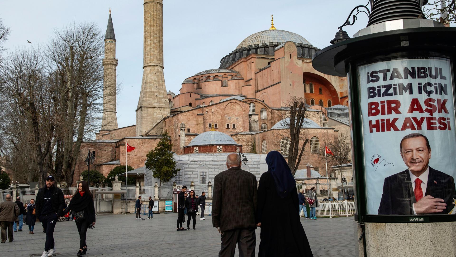 """تصريح أردوغان عن إعادة """"كنيسة"""" آيا صوفيا بإسطنبول إلى """"مسجد"""" يثير جدلا"""