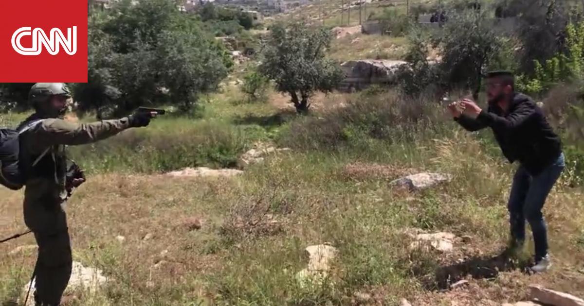 جنود إسرائيليون يطلقون النار على فلسطيني معصوب العينين حاول الهرب