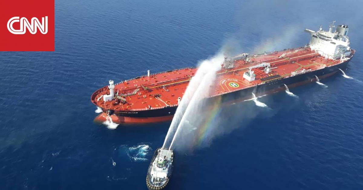 طاقم إحدى ناقلتي النفط المنكوبتين بخليج عُمان يصل دبي