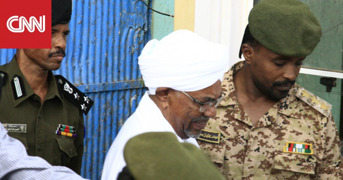 أول ظهور لعمر البشير بعد عزله من رئاسة السودان