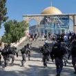 بالصور.. إصابة أكثر من 60 فلسطينيًا في مواجهات مع الشرطة الإسرائيلية في القدس