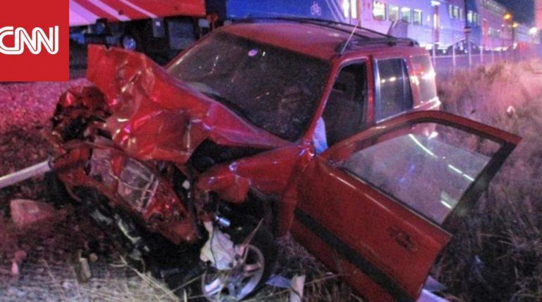 بالفيديو.. شرطي ينقذ سائقا باللحظة الأخيرة على سكة قطار