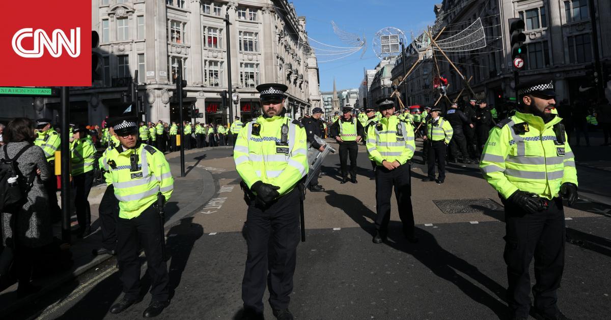 الشرطة البريطانية تعلن العثور على 39 جثة في شاحنة.. وجونسون يعبر عن صدمته