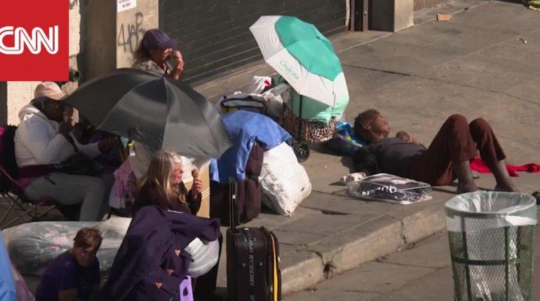 امرأة تتغلب على إدمانها وتساعد المشردين في لوس أنجلوس