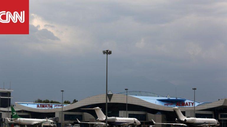تحطم طائرة على متنها 95 راكبا بعد اصطدامها بمبنى في كازاخستان