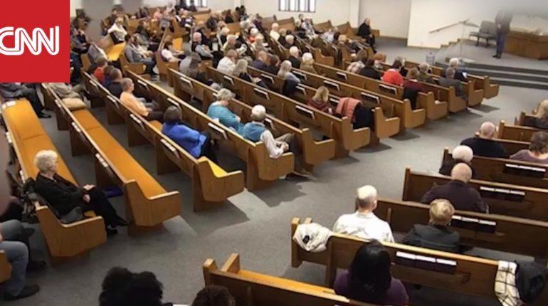 لحظة إطلاق نار داخل كنيسة في تكساس