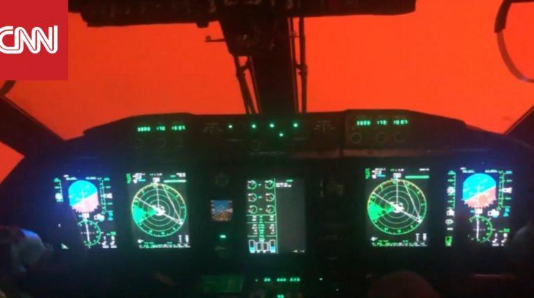 حرائق أستراليا.. مروحية عسكرية تحلق وسط سماء حمراء